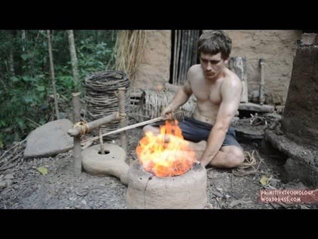 How to Steinzeit: John Plant baut einen Blasebalg aus Waldmaterial