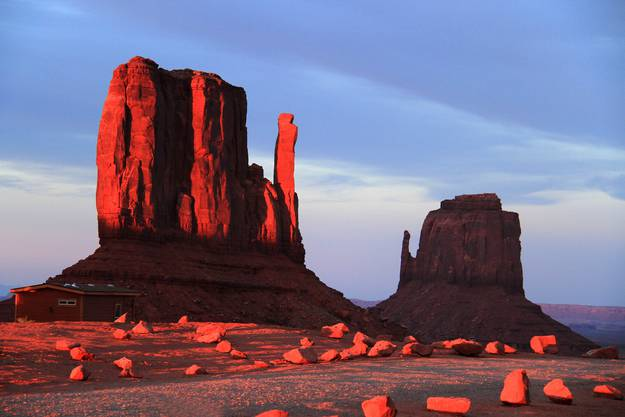Monument Valley im Abendrot.