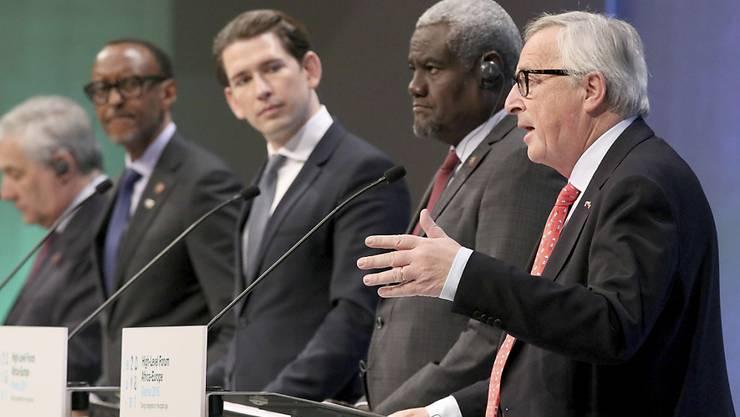 EU-Kommissionspräsident Jean-Claude Juncker (vorne rechts) forderte am EU-Afrika-Forum in Wien einen veränderten Blick von Europa auf Afrika.