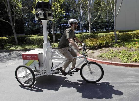 Ein Google-Ingenieur demonstriert das «StreetView Trike»