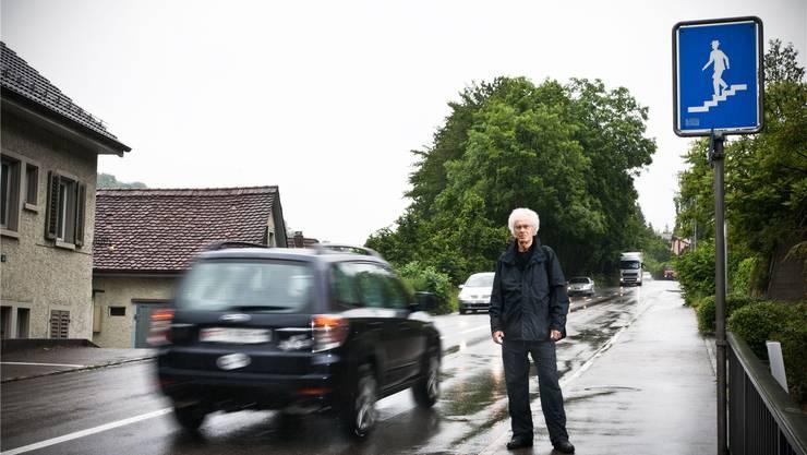 Marc Hüttenmoser bei der einzigen Unterquerungsmöglichkeit bei der Ehendingerstrasse