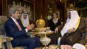 US-Aussenminister John Kerry unterhält sich mit König Abdullah