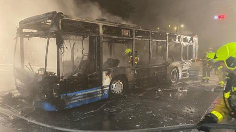 Linienbus brennt komplett aus – beide Insassen wohlauf