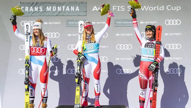 In den Skisport fliessen nach Fussball und Eishockey am meisten Sponsoringgelder. Im Bild ist eine Siegerehrung vom Weltcup in Crans-Montana zu sehen (Abfahrt Frauen).