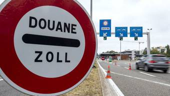 2018 ist die Anzahl Grenzgänger nach einer Stagnation wieder um 2,4 Prozent gestiegen. Besonders aus Frankreich und Italien kamen mehr Arbeitspendler, während aus Deutschland weniger Grenzgänger registriert wurden. (Symbolbild)