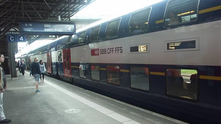 Die S 12 musste von einem Pannenzug aus dem Tunnel gezogen werden (Symbolbild)
