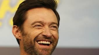 """Auf der Skischanze verging Hugh Jackman das Lachen. Er spielt die Hauptrolle in der Komödie """"Eddie the Eagle"""", die Ende März in die Kinos kommt (Archiv)"""