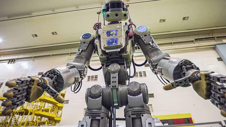 Der humanoide Roboter Fedor soll die Astronauten auf der Internationalen Raumstatin ISS unterstützen. (Foto: Internetseite der Russian State Space Corporation ROSCOSMOS via EPA)
