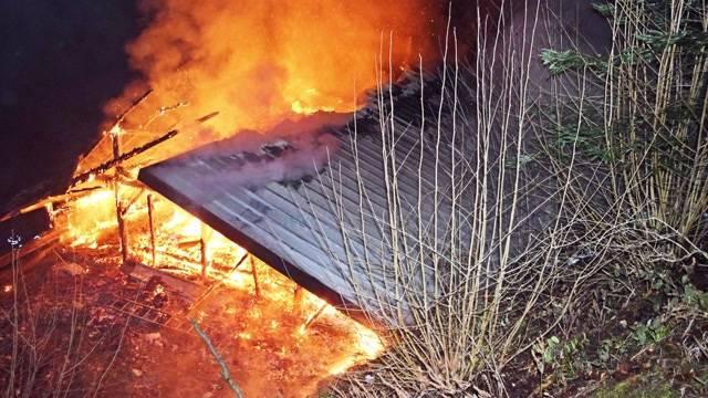 Scheune brennt komplett ab