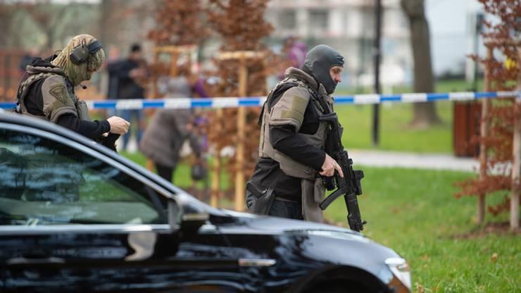 Der Schütze war auf der Flucht. Andere Medien berichteten von vier Toten und zwei Verletzten.