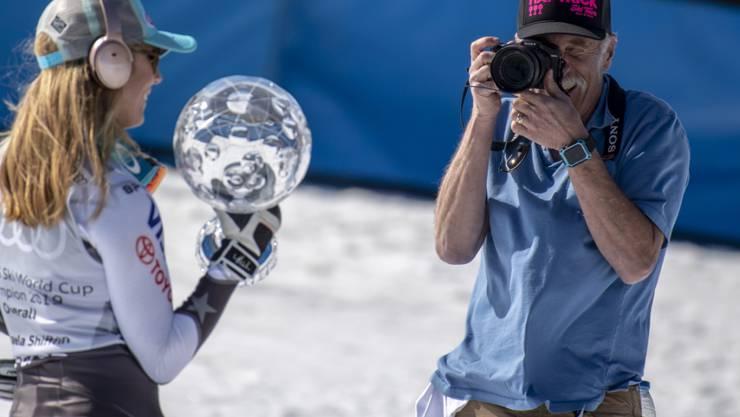 Jeff Shiffrin, hier beim Fotografieren seiner Tochter Mikaela am Weltcup-Finale in Andorra im Vorjahr, verstarb unerwartet
