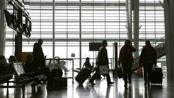 Wer sein Gepäckstück unbeaufsichtig herumstehen lässt, muss mit einer Busse von bis zu 450 Euro rechnen.