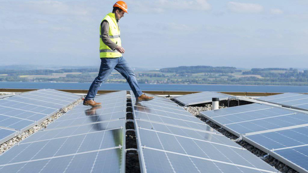Technologien zur Speicherung von Strom aus Solar- und Windkraftwerken entwickeln sich rasant. Forscher sehen die Speicherung nicht als unlösbarer Problem. (Symbolbild)