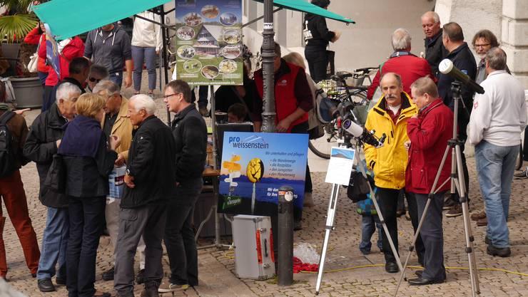 Rege Diskussionen am Stand des Pro-Weissenstein