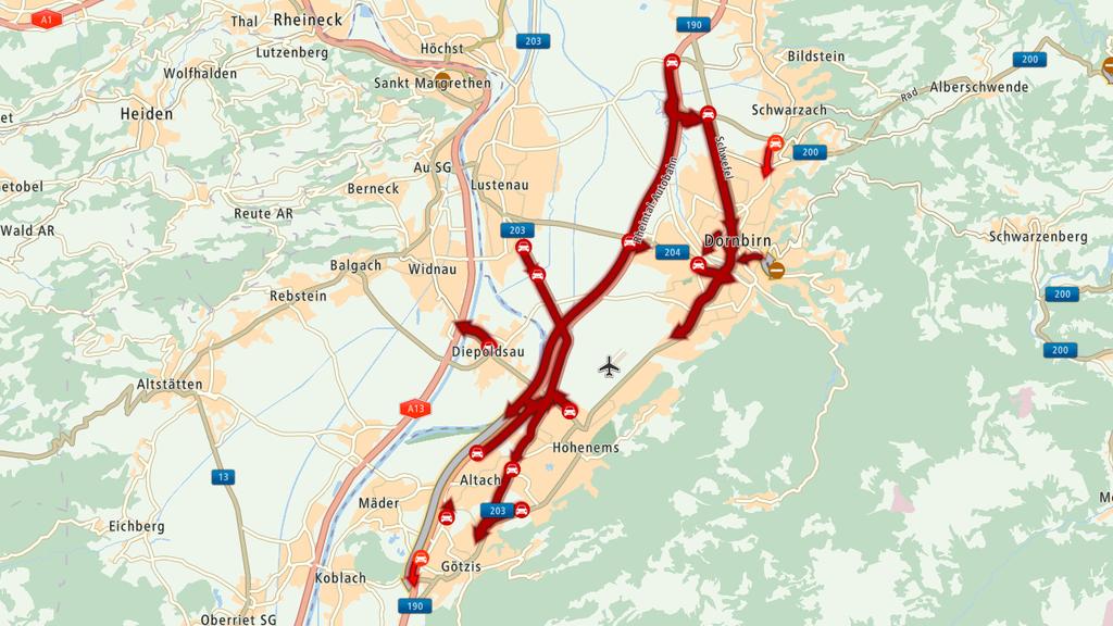 Nachdem ein LKW umgekippt ist, staut es im Vorarlberg.