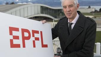 50 Jahre EPFL: Martin Vetterli, der Präsident der ETH Lausanne, präsentiert das neue Logo der technischen Hochschule.