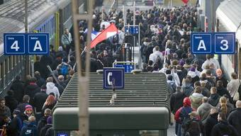 Die SBB verschieben die Abfahrtszeit des Extrazugs ab Basel nach Luzern. (Archiv)
