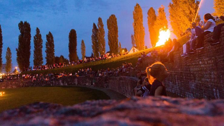 Seit Jahren findet die gemeinsame Bundesfeier von Brugg und Windisch im Amphitheater statt.