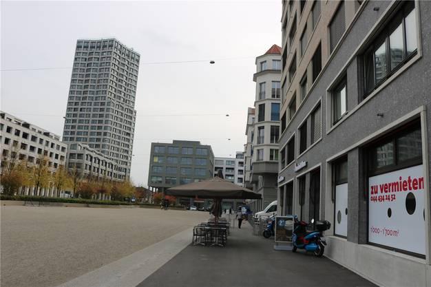 Viele Ladenflächen im Limmatfeld sind noch zu vermieten. Mit dem fertigen Limmat Tower werden weitere hinzukommen.
