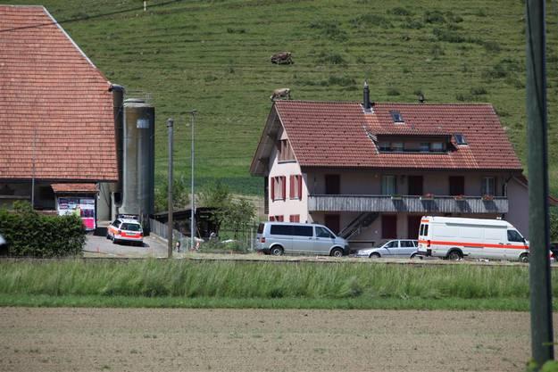 Die Kantonspolizei Bern will um 16 Uhr eine Pressekonferenz abhalten und über das Tötungsdelikt in Schafhausen informieren.