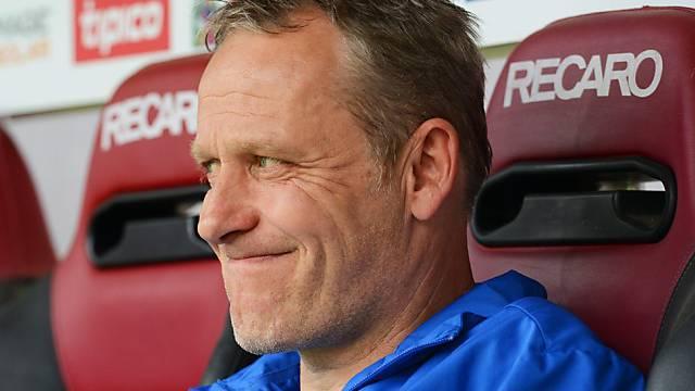 Freiburgs Trainer Christian Streich mit skeptischem Blick.