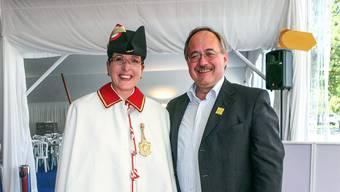 Petra Huber-Neff mit Bundesrat Samuel Schmid am Eidgenössischen Schwing- und Älplerfest 2007 in Aarau.