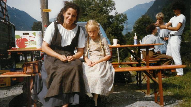 Die damals 8-jährige Luca Kurt und Hauptdarstellerin Cornelia Kempers während einer Drehpause: Die beiden verstanden sich auf Anhieb.