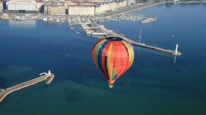 Die Welt trifft sich in Genf: Montgolfière über dem Lac Léman. Foto: Genf Tourismus
