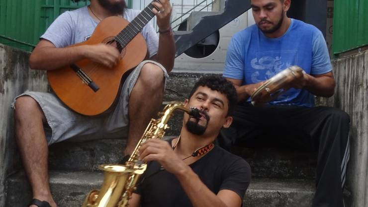 Manacanto: Mauro Lima (Gitarre, Bass), Elizeu Costa (Saxophon),  Stivisson Menezes (Perkussion). Nicht im Bild Wolfgang Böhler (Piano).