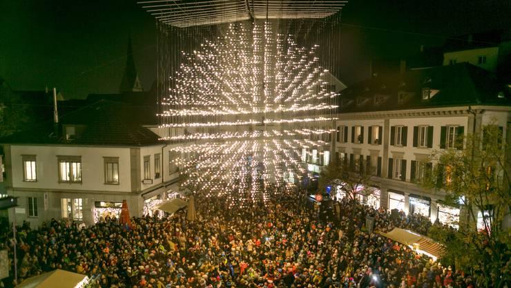 Zahlreiche Kinder versammelten sich für das «Liechterwecke» auf dem Schlossbergplatz.