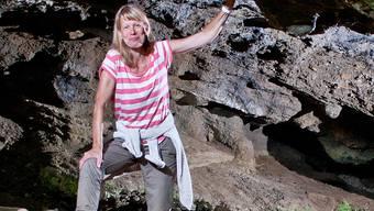 Béatrice Meili steht im Eingang des Hügelilochs in Schöftland – dieses fasziniert sie seit ihrer Kindheit. Sandra Ardizzone