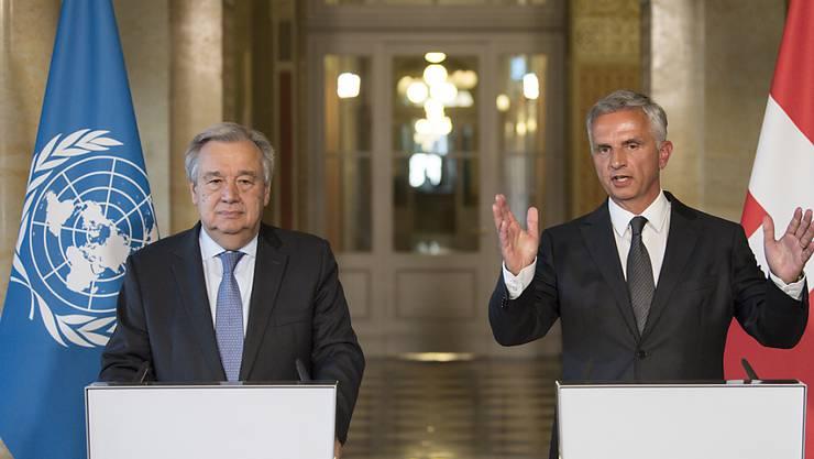 UNO-Generalsekretär António Guterres (links) bei Bundesrat Didier Burkhalter im Bundeshaus.