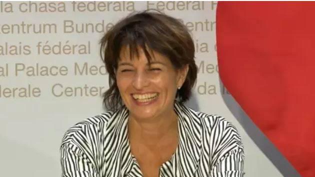 Leuthard kann nur noch lachen: Das Thema am Abstimmungssonntag war erneut ihr Rücktritt.