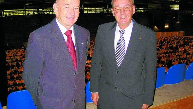 PRÄSENTIERTEN ERFREULICHE ZAHLEN: Bankdirektor Heinz Trösch (links) und Josef Schaller, der in einem Jahr das Amt des Verwaltungsratspräsidenten der Clientis Bank Huttwil abgibt. (Bild: HML)