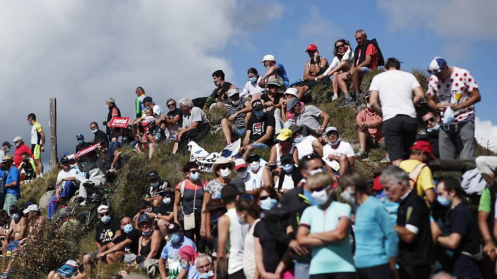 Die 15. Etappe der Tour de France endet ohne Zuschauer
