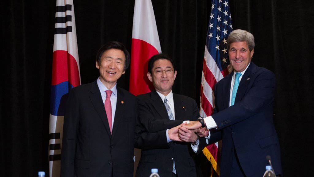 US-Aussenminister Kerry trifft in New York seine Amtskollegen aus Südkorea (links) und Japan.