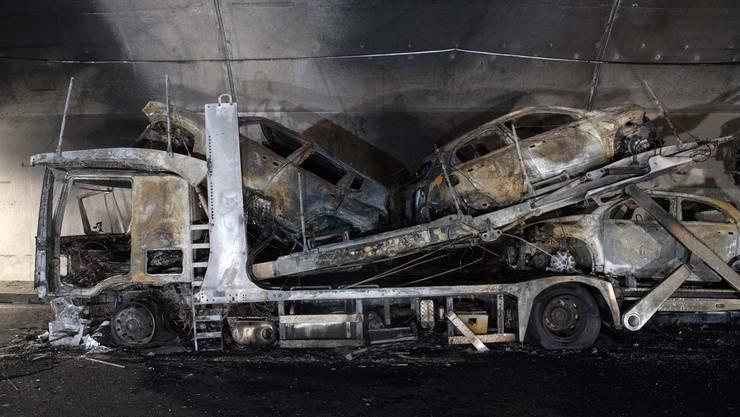 Im Piottino-Tunnel auf der A2 bei Prato TI ist am Dienstagmorgen ein Lastwagen in Brand geraten