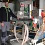 Gregor Rehmann stellt in seiner Kundenmosterei in Kaisten derzeit an zwei Tagen in der Woche Süssmost her.