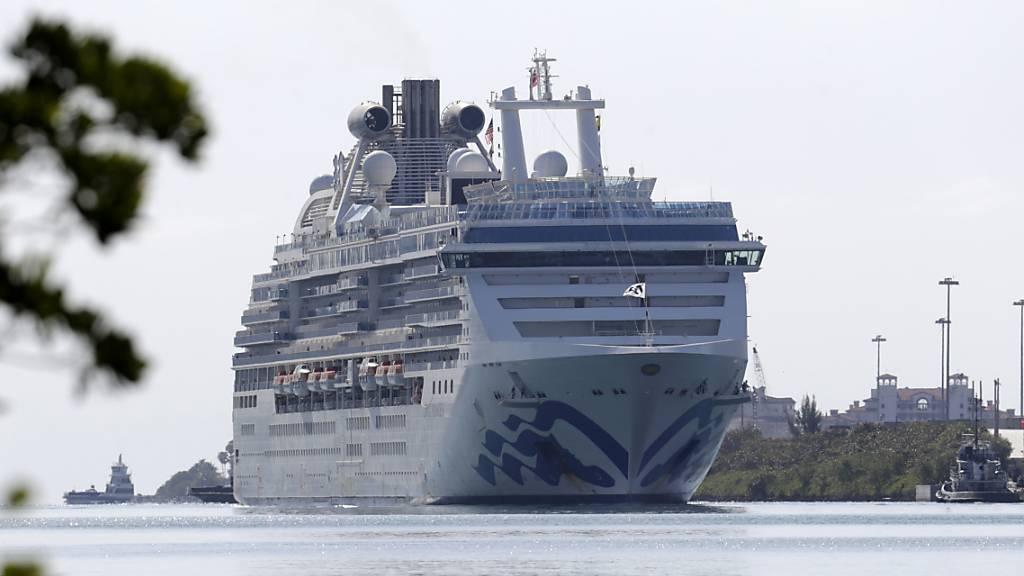 Kreuzfahrtschiff mit Corona-Toten legt in Florida an