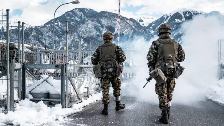 Die Armee und Demonstranten: Schon an dieser Übung am WEF 2019 übten Soldaten ein Szenario einer Strassenschlacht.