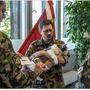 So feiert die Schweizer Armee auf ihrer offiziellen Facebook-Seite die Büsi-Beförderung.