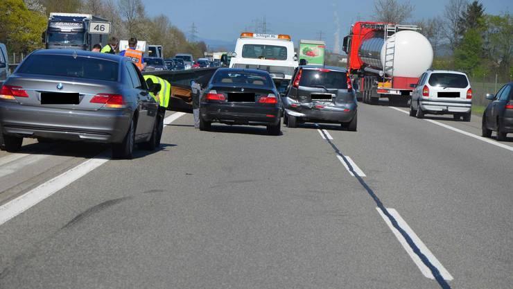 Auffahrunfall mit drei Fahrzeugen in Kestenholz
