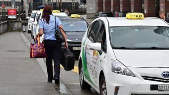 Taxistandplätze Taxistandplatz Taxis Taxi Olten 07-2019 beim Bahnhof und beim Stadthaus / Hübelischulhaus