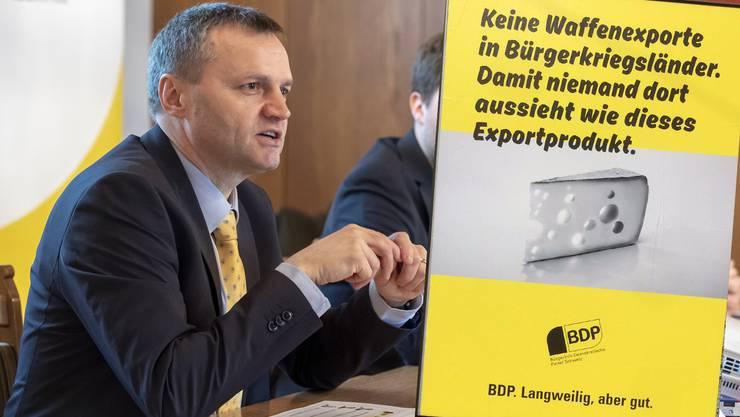 Mit dem Plakat will die BDP darauf aufmerksam machen, dass sie die einzige bürgerliche Partei ist, die die Initiative gegen Waffenexporte in Bürgerkriegsländer befürworte, so Nationalrat Berhard Guhl.
