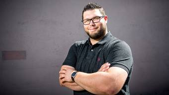 Wenn Tiago Vieira nicht gerade im Sägemehl steht, dann ist er als Aussendienstmitarbeiter im Bereich Büromaterial für Kundenbesuche unterwegs.