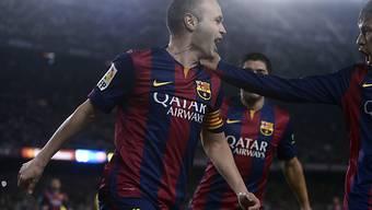 Andres Iniesta feiert seinen Treffer zum 2:1 für Barcelona