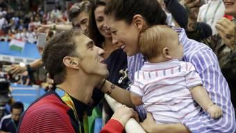 """Schon in Rio eine """"richtige"""" Familie: Michael Phelps mit Ehefrau Nicole Johnson und Söhnchen Boomer"""