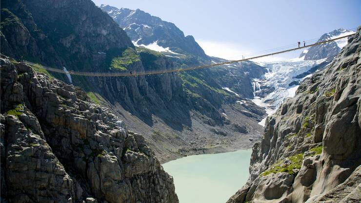 Spektakuläre Hängebrücke, umstrittene Pläne: Im Talkessel ist ein 400-Millionen-Stauseeprojekt geplant. Bild: Imago Images