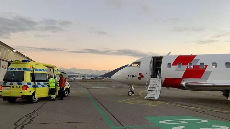 Die Rega flog den jungen Adelbodner, der in der Nacht zum Sonntag in Schweden verunfallt war, am Mittwoch zurück in die Schweiz. Sechs weitere Schweizer waren bei dem Unfall ums Leben gekommen.