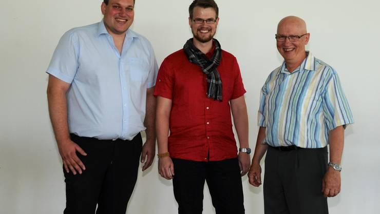 Pastorenwechsel in der Chrischona Lenzburg: Auf Ernst Leuenberger (rechts) folgen Ben-jamin Leuenberger (Mitte) und Simon Rohr (links).
